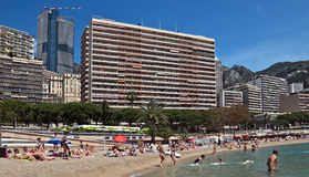 Monaco- - Monte Carlo-Gebäude vom Stadtstrand Lizenzfreie Stockfotografie