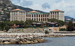 Monaco- - Monte Carlo-Gebäude vom Stadtstrand Stockfotos