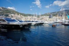 Monaco Monte - carlo, 29 05 2008: Port Hercule, sikt från vatten, Arkivfoto