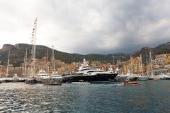 Monaco, Monte Carlo, 25 09 2008: Yachtshow, Hafen Hercule Lizenzfreie Stockfotos