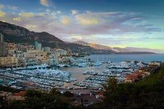 Monaco, Monte i Carlo ksiąstewka marina zmierzchu widok - Fotografia Stock
