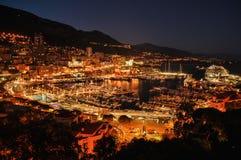 Monaco vid natt arkivbild
