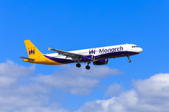 Monarca Airbus A321 Imagens de Stock