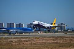 Monarch Airlines en Thompson Plane Royalty-vrije Stock Fotografie