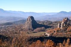 Monastère accrochant chez Meteora de Kalampaka en Grèce Le Meteora Images libres de droits