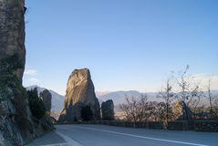 Monastère accrochant chez Meteora de Kalampaka en Grèce Le Meteora Photographie stock libre de droits