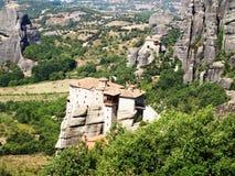 Monastère aux montagnes en Grèce image libre de droits