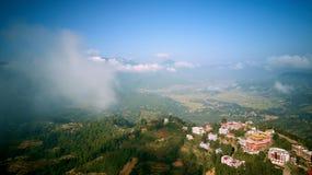 Monastère bouddhiste antique en Himalaya Népal d'air photos libres de droits