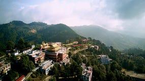 Monastère bouddhiste antique en Himalaya Népal d'air image stock