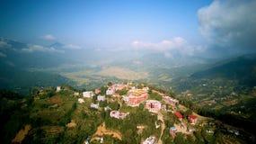 Monastère bouddhiste antique en Himalaya Népal d'air photographie stock