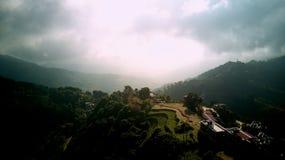 Monastère bouddhiste antique en Himalaya Népal d'air photographie stock libre de droits