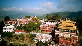 Monastère bouddhiste antique en Himalaya Népal d'air images stock