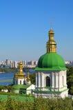 Monastère chrétien orthodoxe, Pechersk Lavra à Kiev sur le vert salut photos libres de droits