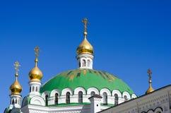 Monastère chrétien orthodoxe, Pechersk Lavra à Kiev sur le vert salut photos stock