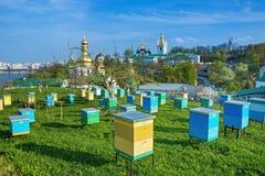 Monastère chrétien orthodoxe, Pechersk Lavra à Kiev sur les collines vertes de Pechersk Monastère de Kiev des cavernes en capital images libres de droits