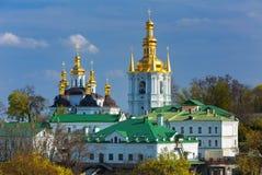 Monastère chrétien orthodoxe, Pechersk Lavra à Kiev sur les collines vertes de Pechersk Monastère de Kiev des cavernes en capital image stock