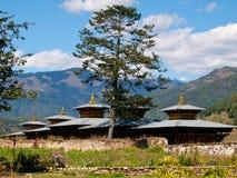 Monastère dans la vallée de Bumthang (Bhutan) Photographie stock libre de droits