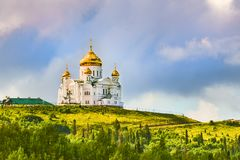 Monastère de Belogorsky dans Perm Krai, Russie Photos stock