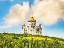 Monastère de Belogorsky dans Perm Krai, Russie Photos libres de droits