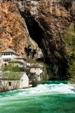 Monastère de derviche sur la source de rivière de Buna Photo stock