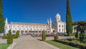 Monastère de Hieronymites situé dans le secteur de Belem du hyperlapse de timelapse de Lisbonne, Portugal banque de vidéos