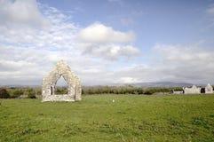 Monastère de Kilmacduagh Photographie stock libre de droits