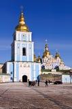 Monastère de rue Michaelâs, dômes d'or dans Kyiv Images libres de droits