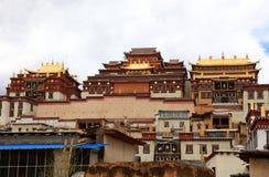Monastère de Songzanlin dans Zhongdian, Chine Photographie stock libre de droits