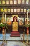 Monastère de Troyan en Bulgarie : une iconostase en bois découpée Photo stock