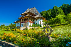 Monastère en bois de Barsana, Maramures, Roumanie Images libres de droits