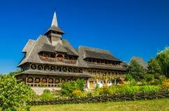 Monastère en bois de Barsana, Maramures, Roumanie Photographie stock