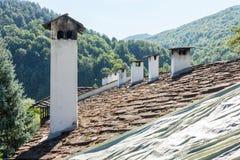 Monastère en pierre de Troyan de toit, Bulgarie Photographie stock