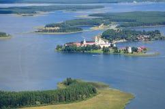 Monastère et lac orthodoxes Seliger, région de Tver, Russie image stock