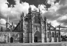 Monastère médiéval noir et blanc Portugal de Batalha d'entrée avant image libre de droits