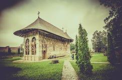 Monastère orthodoxe d'humeur en Roumanie photos libres de droits