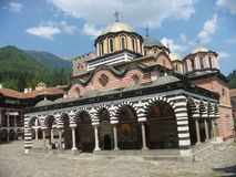 Monastère orthodoxe de Rila en Bulgarie photographie stock libre de droits
