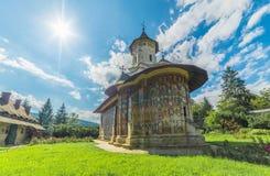 Monastère peint orthodoxe d'église de Moldovita photographie stock