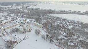 Monastère pendant l'hiver banque de vidéos