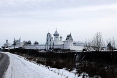 Monastère russe antique images stock