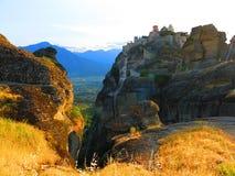 Monastère sur la falaise chez Meteora, Grèce Photographie stock libre de droits