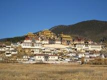 Monastère tibétain dans Zhongdian images libres de droits
