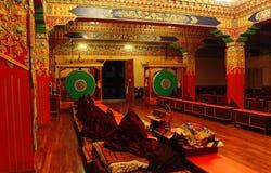 Monastère tibétain en Himalaya à distance Image libre de droits