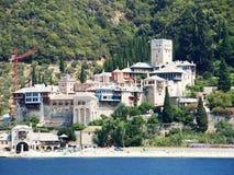 Monastères à la côte en Grèce images libres de droits