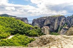 Monastères de Meteora, formations de roche incroyables de grès Photographie stock libre de droits