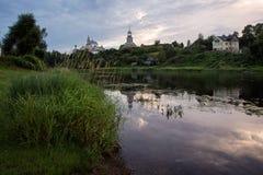 Monastério antigo na cidade theprovincial do russo de Torzhok Fotografia de Stock Royalty Free
