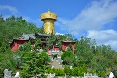 Monastério budista e a roda de oração a mais grande, Shangri-La Fotos de Stock Royalty Free