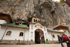 Monastério da caverna de Ialomita Fotografia de Stock