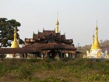 Monastério da estrada de Burma Mogok Fotos de Stock Royalty Free