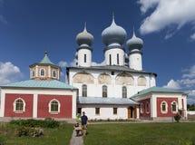 Monastério da suposição de Tikhvin, um russo ortodoxo, & x28; Tihvin, região de St Petersburg, Russia& x29; Imagens de Stock