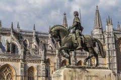 Monastério de Batalha. Estátua de Nuno Alvares Pereira Foto de Stock